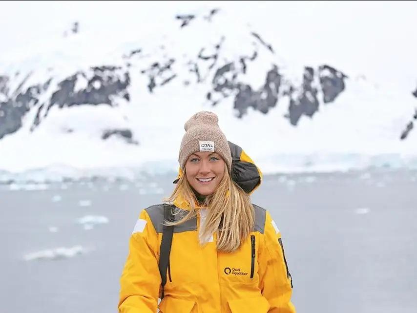 Pengalaman Cassie de Pecol Dalam Menjelajahi Ratusan Negara